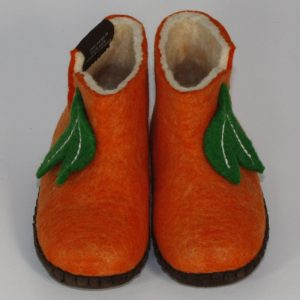 Warme Hausschuhe aus Filz mit Ledersohle für Babies und Kinder in der Farbe Orange - Baby Mongs Orange mit Blatt
